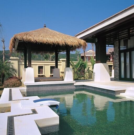 """东南亚别墅庭院独有的特点:""""质朴神秘,热带风光""""."""
