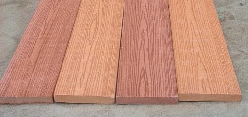 深圳园林设计中,常常会看见设计师们选用不同的木材,或作铺装,,或作小品,或作垫木。那么,那些人见人爱,古朴大方的木质材料名字分别是什么呢? 来来来,下面中艺源小编给你介绍介绍几款大方实用,深圳园林设计师们都大爱的木质材料吧! 最受深圳园林设计师们喜爱的木质材料第一名:樟子松   最受深圳园林设计师们喜爱的木质材料第二名:塑木   最受深圳园林设计师们喜爱的木质材料第一名:衫木