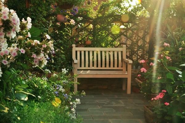 别墅花园景观设计风格是与建筑的风格息息相关的,不能脱离建筑而独立