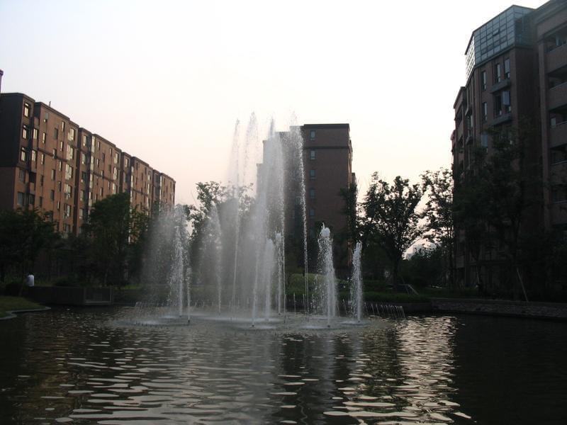 说说园林绿化工程喷水池 城市水景景观设计存在的误区 园林绿化打造