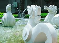 石材雕塑配以水景,特写园林小品之魅力